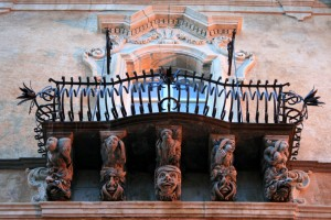balcone-barocco-a-ragusa-ibla-1050x700